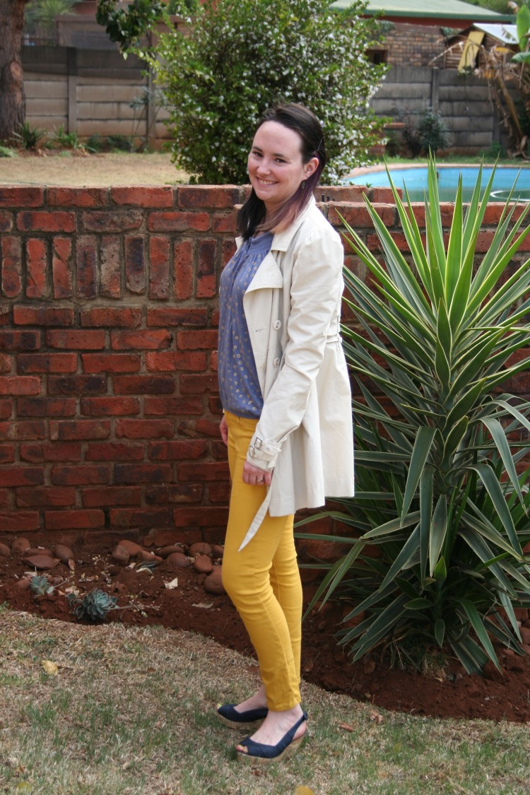 polka dot top, mustard jeans, denim wedge, trench coat