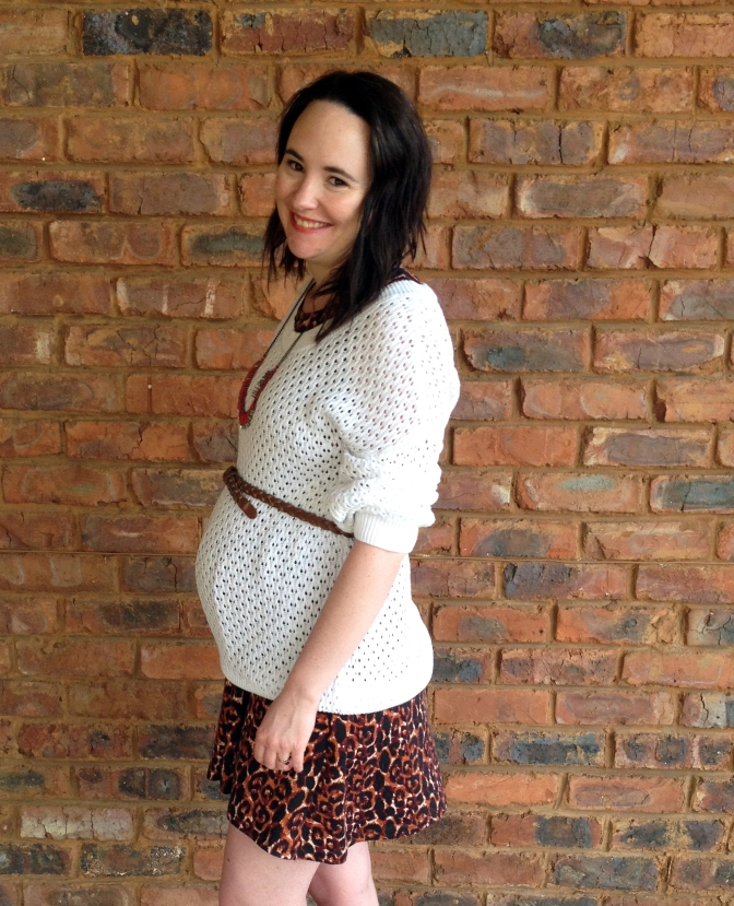 White oversized jersey, leopard print dress, ,maternity outfit
